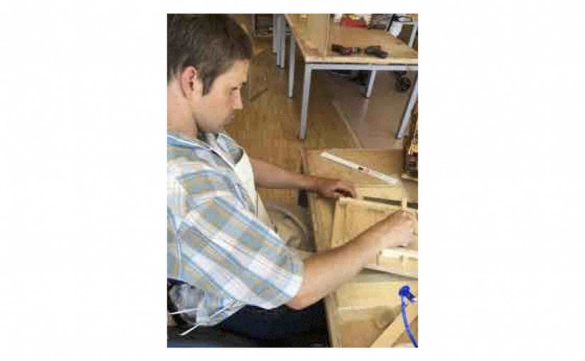 Der eigentliche Aufbau des Vogelhause`s für Thomas hat begonnen