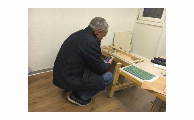 Mein Vater schaute sich im Atelier um