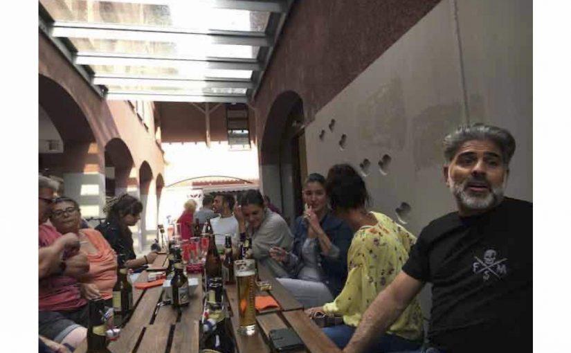 Mit der Italo-Qulique im Café