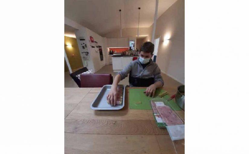 Kochen geholfen, am Nachmittag Triominos gespielt und Physiotherapie