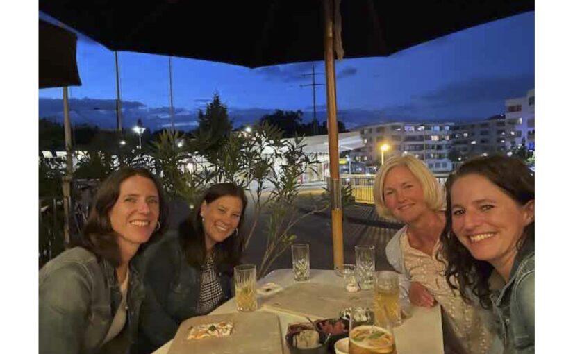 Mit vier wunderbaren Ladys auf Anitas 45. Geburtstag angestossen