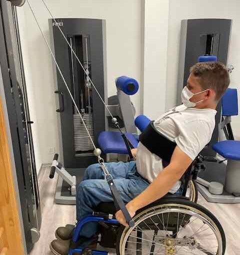 Rollstuhl-Runde und Physiotherapie
