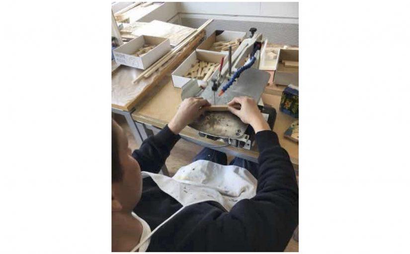 Weitere Teile für ein Vogelhaus zu sägen